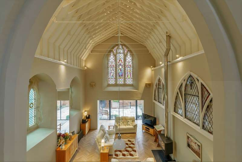 5 Bedrooms Mews House for sale in The Old Chapel, 7 The Cloisters