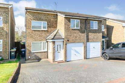 3 Bedrooms Semi Detached House for sale in Thirlmere Road, Kempston, Bedford, Bedfordshire