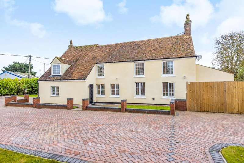 5 Bedrooms Detached House for sale in Oakley, Bucks/Oxon Borders, HP18