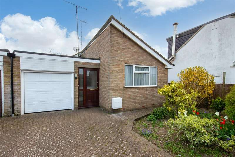 2 Bedrooms Detached Bungalow for sale in Duxford Close, Luton