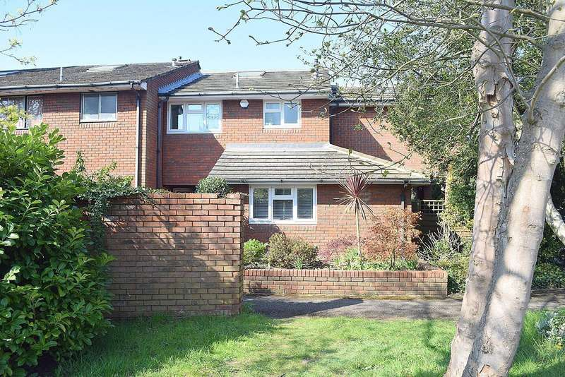 4 Bedrooms End Of Terrace House for sale in Alexandra Close, Walton-On-Thames, KT12