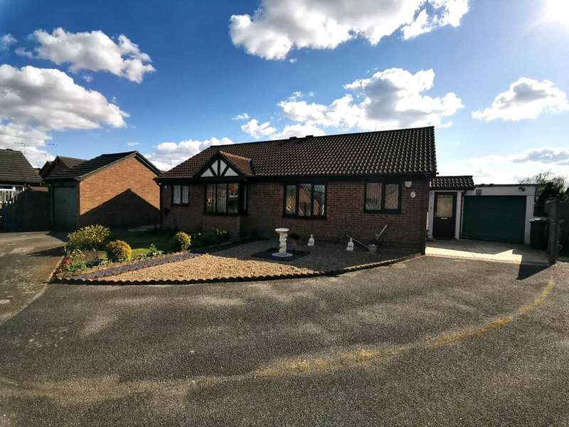 2 Bedrooms Semi Detached Bungalow for sale in Osborne Close, Lincoln