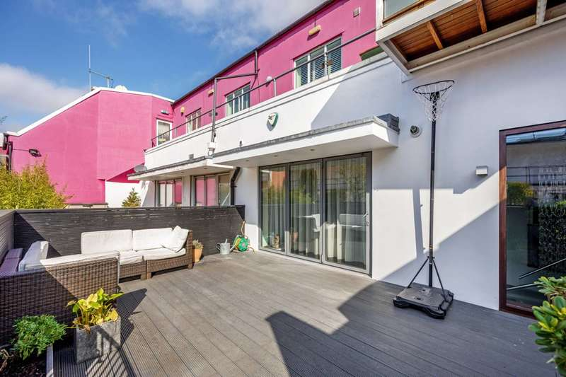 3 Bedrooms Flat for sale in Woodstock Grove, Shepherd's Bush, W12