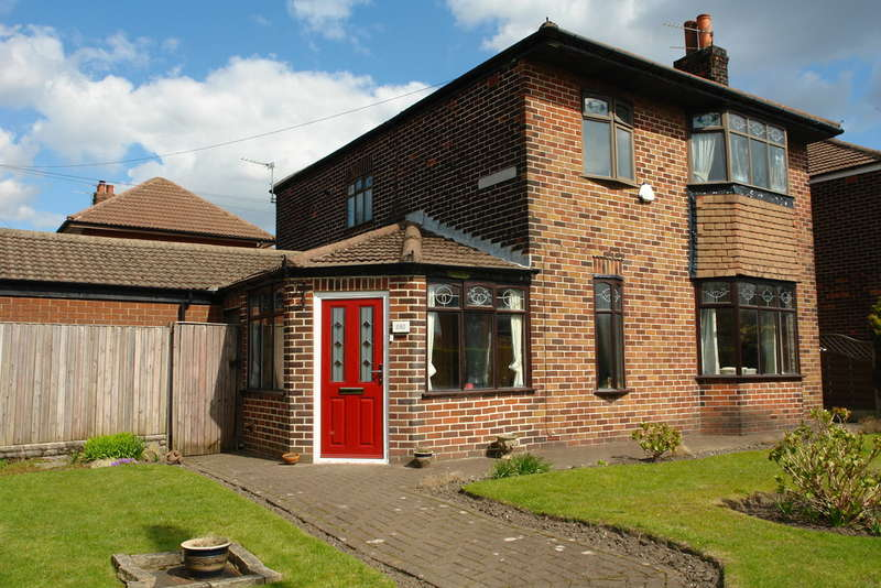 5 Bedrooms Detached House for sale in Hollinwood Avenue, Chadderton