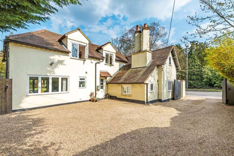 4 Bedrooms Detached House for sale in The Old Post House, Kiln Green, RG10
