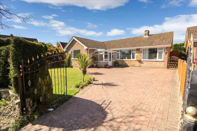 3 Bedrooms Bungalow for sale in Meadow View, Swinderby, Lincoln