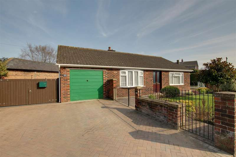 3 Bedrooms Detached Bungalow for sale in South Street, Alford