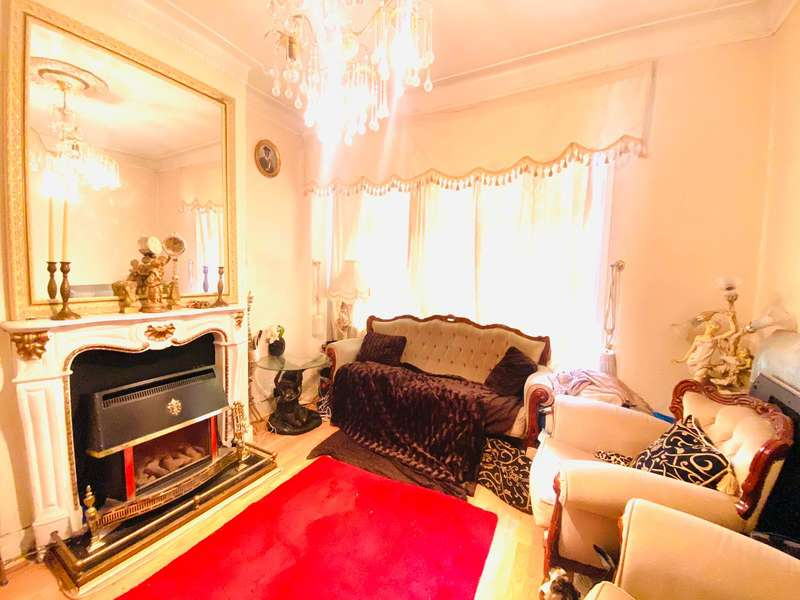 3 Bedrooms House for sale in Gooseley Lane, East Ham, E6