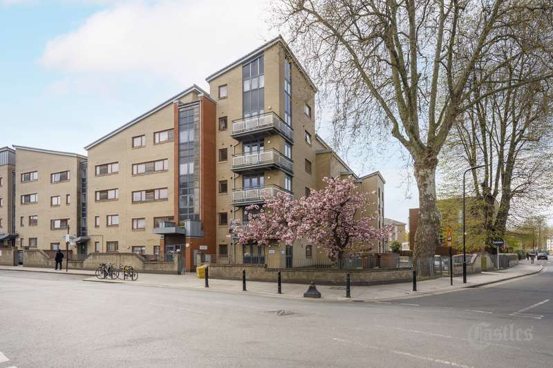 2 Bedrooms Property for sale in Kenninghall Road, London