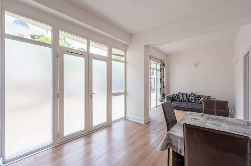 2 Bedrooms Flat for sale in Hopewell Yard, Camberwell, SE5