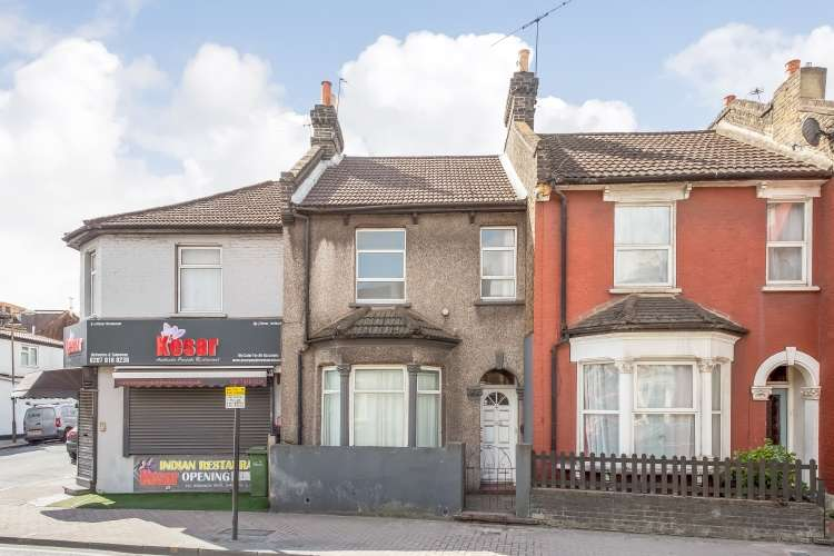 3 Bedrooms Terraced House for sale in Woolwich Road London SE7