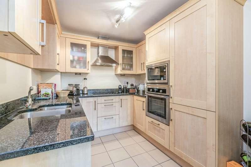 2 Bedrooms Flat for sale in Torrington Park, London, London, N12