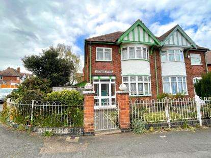 3 Bedrooms Semi Detached House for sale in Kingswood Avenue, Western Park, Leicester, Leicestershire