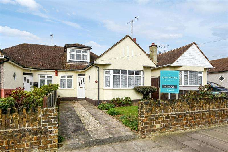 3 Bedrooms Bungalow for sale in Walsingham Road, Southend-on-Sea, Essex, SS2