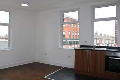 Flat for rent in Fountains road, L4