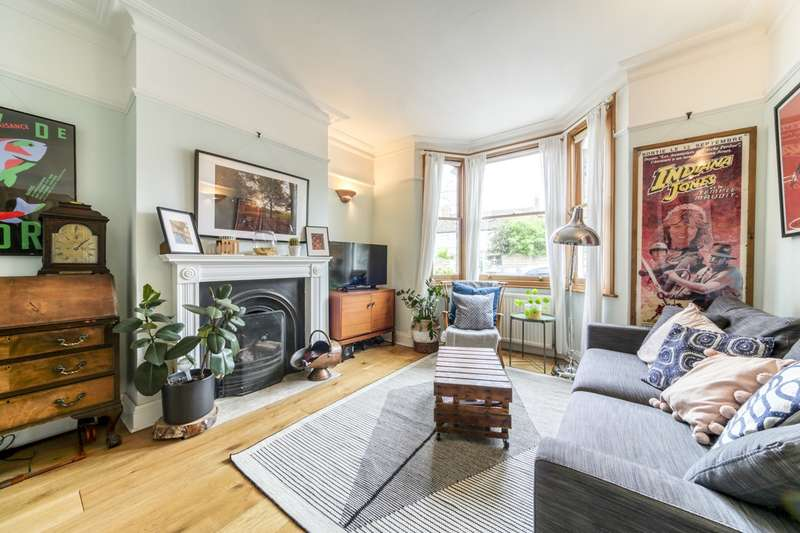 3 Bedrooms Semi Detached House for sale in Sunny Bank, London, SE25