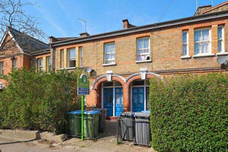 2 Bedrooms Flat for sale in Leucha Road, Walthamstow, London, E17