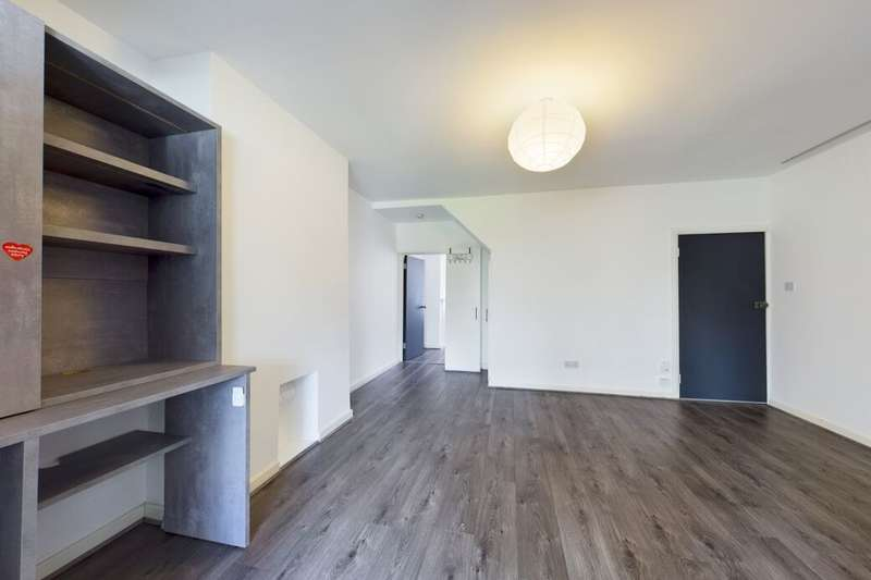 1 Bedroom Flat for sale in Pretoria Road, Romford, RM7