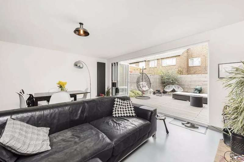 3 Bedrooms Terraced House for sale in Woodbridge Close, London