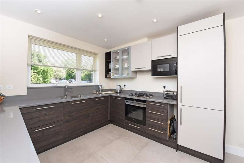 5 Bedrooms Town House for rent in Cottenham Place, Raynes Park, London