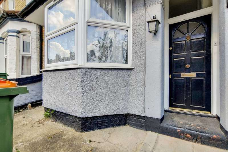 3 Bedrooms Terraced House for rent in Abbots Road, Upton Park, E6