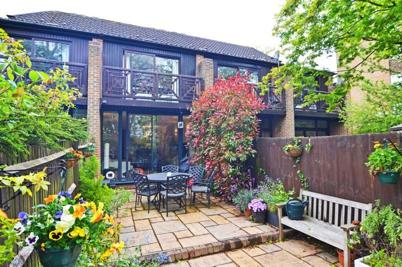 3 Bedrooms Town House for sale in Sycamore Way, Teddington, TW11