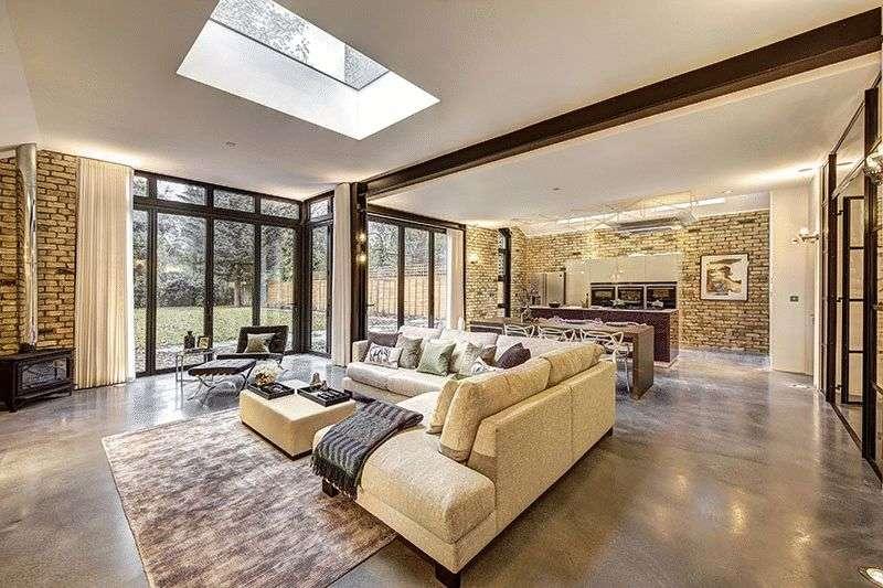 5 Bedrooms Property