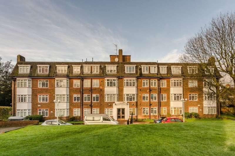 1 Bedroom Flat for sale in Denmark Hill, London, London, SE5