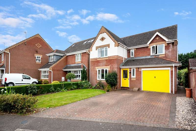4 Bedrooms Property for sale in Heron Walk, North Hykeham, Lincoln LN6