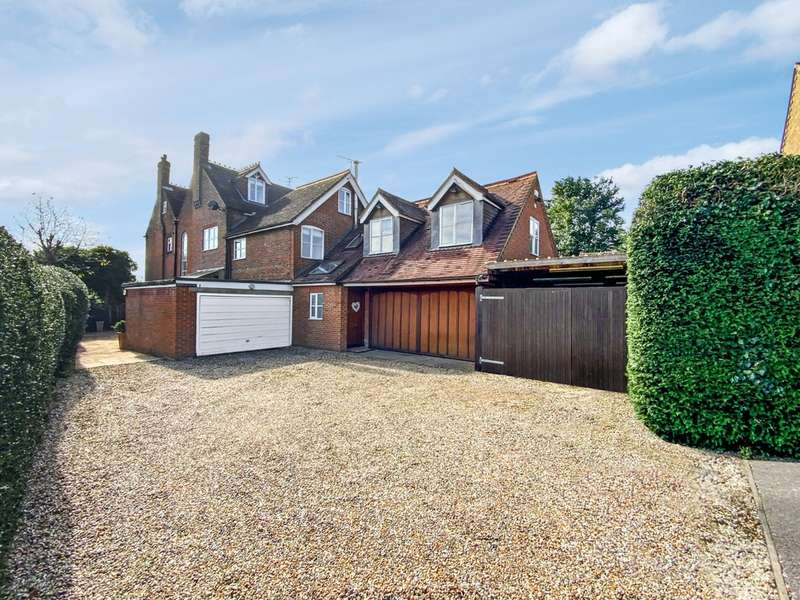 5 Bedrooms Property for sale in Green Lane, Burnham SL1