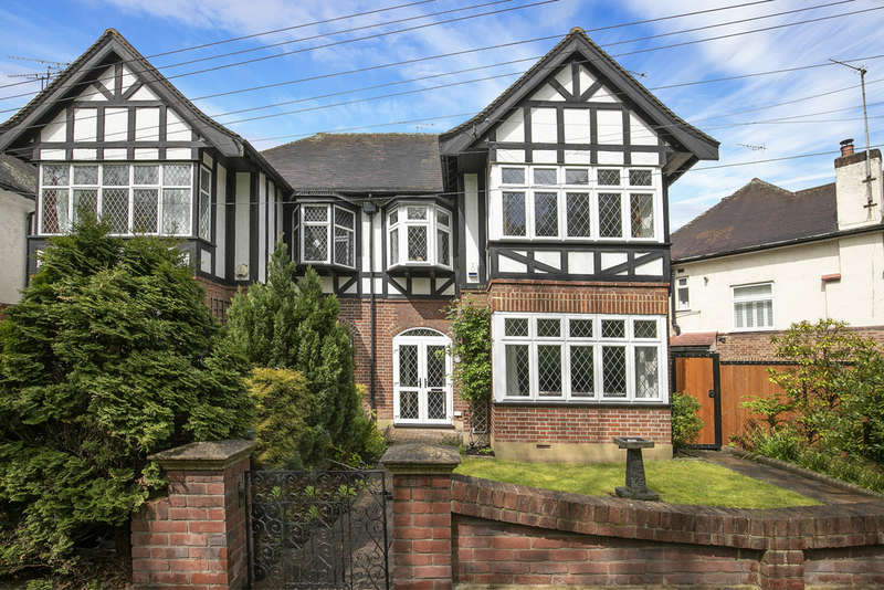 3 Bedrooms Semi Detached House for sale in Mapperley Drive, Woodford Green