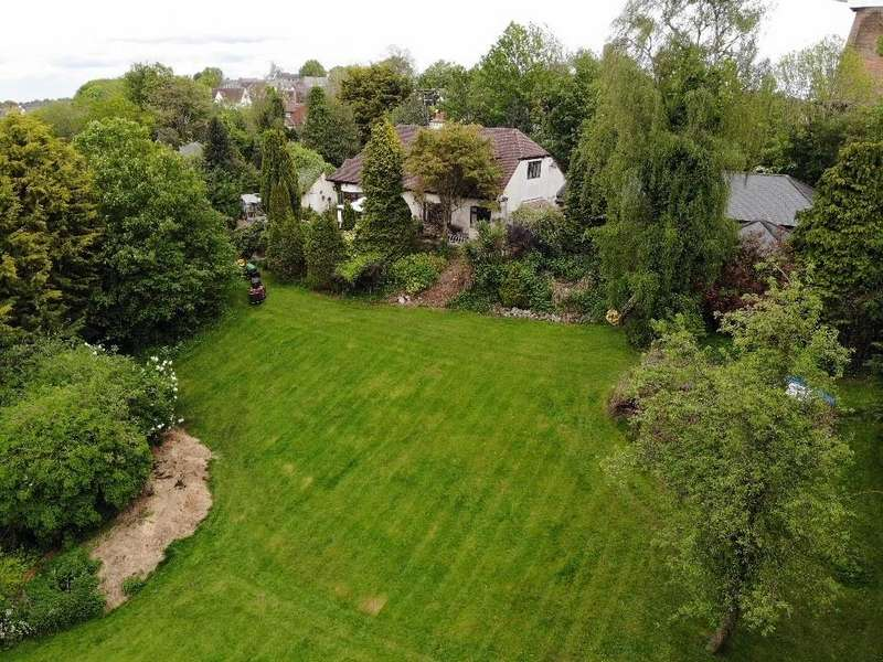 4 Bedrooms Detached House for sale in London Hill, Rayleigh