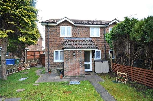 2 Bedrooms Terraced House for sale in Waltham Close, Heath Park, Sandhurst