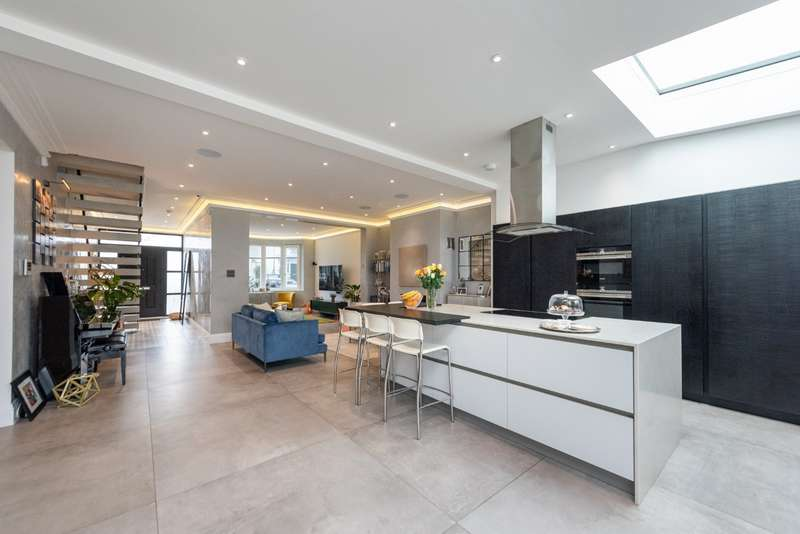 5 Bedrooms Semi Detached House for sale in Gladstone Park Gardens, London, NW2