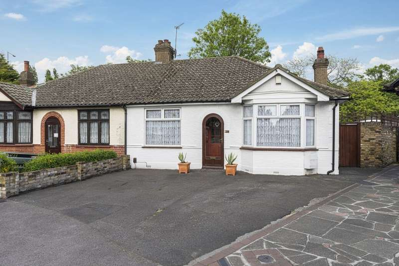 2 Bedrooms Semi Detached Bungalow for sale in Burlington Gardens, Chadwell Heath, Romford, RM6