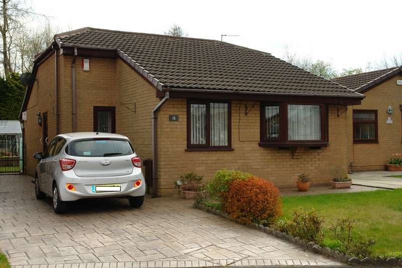 3 Bedrooms Detached Bungalow for sale in Tulip Close, Chadderton, Oldham