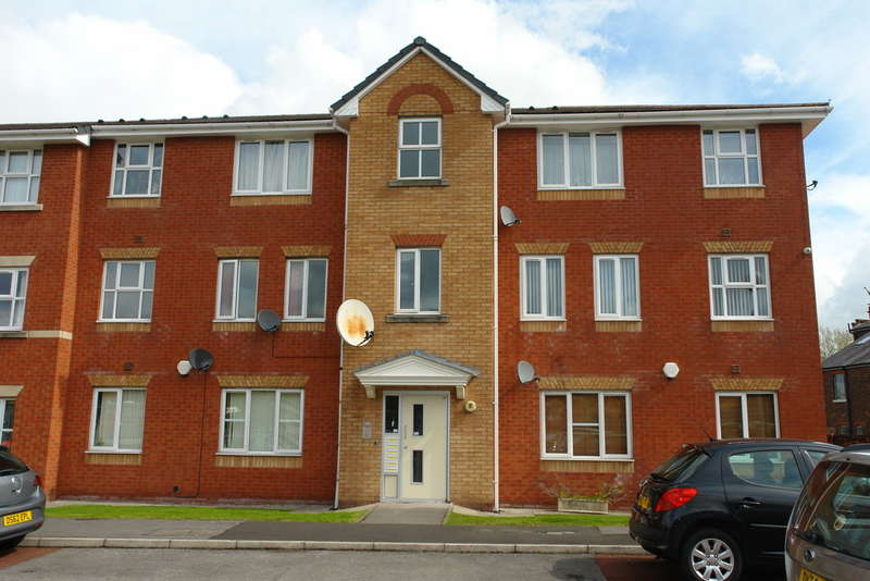 2 Bedrooms Ground Flat for sale in Chapel Court, Bankfield Street, Manchester