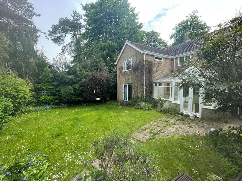 5 Bedrooms Detached House for sale in Whissendine, Oakham