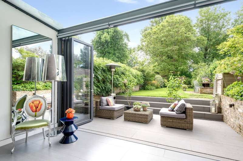 3 Bedrooms Maisonette Flat for sale in Arkwright Road, Hampstead Village, London, NW3
