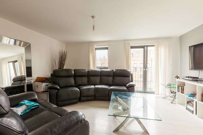 3 Bedrooms Flat for rent in Crawshay Road, Oval, SW9