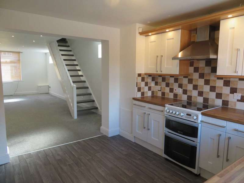 3 Bedrooms Terraced House for sale in Rochdale Road, High Crompton, Shaw