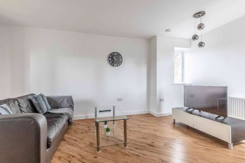 2 Bedrooms Flat for sale in Thornhill Court, Langley, SL3 8PF