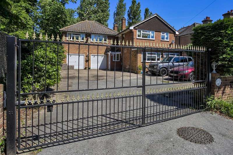 6 Bedrooms Detached House for sale in Purfleet Road, Aveley, South Ockendon