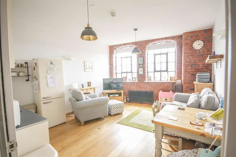 2 Bedrooms Flat for sale in Robinson Building, Norfolk Place, Bedminster, Bristol, BS3 4AX
