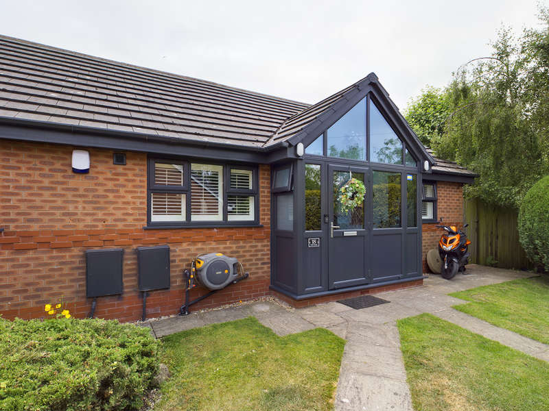 3 Bedrooms Terraced Bungalow for sale in Lodge Court, Staining FY3