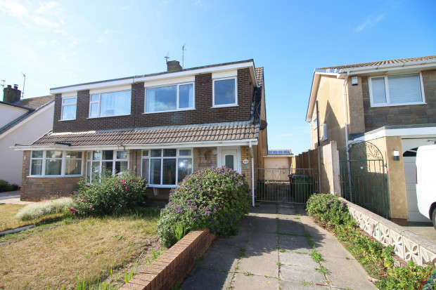 3 Bedrooms Semi Detached House for sale in Larkholme Parade, Fleetwood, FY7
