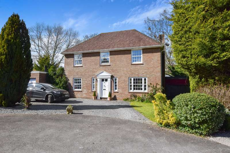 4 Bedrooms Detached House for sale in Hambledon Close , South Cerney , Cirencester , Gloucestershire