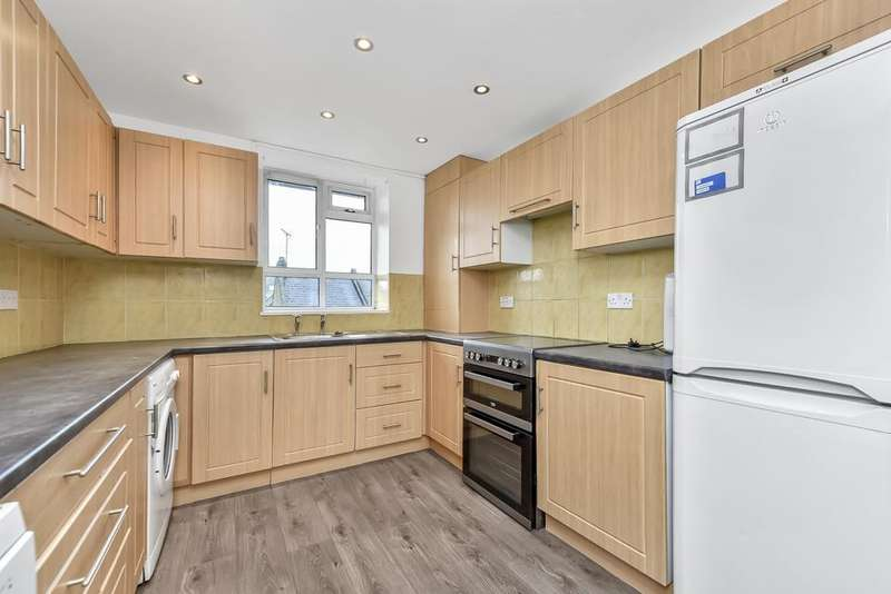 4 Bedrooms Flat for rent in Huntsman Street, London SE17