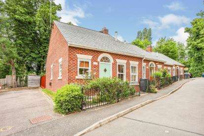 2 Bedrooms Bungalow for sale in Gipsy Lane, Leicester