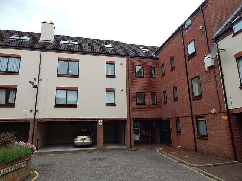 4 Bedrooms Duplex Flat for sale in 15 Mulberry Close, Norwich, Norfolk